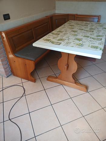 Cassapanca angolare con tavolo