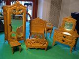 Antichi mobili per bambola al traforo