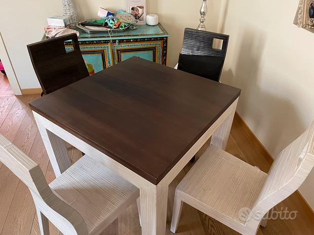 Tavolo in bambù con sedie