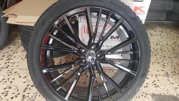 Cerchi In Lega Audi Q8 Da 22 Con Pneumatici Invern