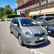 Toyota Yaris 1.3 5P. Luna
