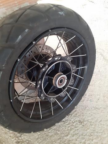Ruota cerchio posteriore honda XADV sinistrata