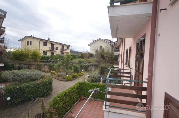 Appartamento a Carro, via Italia 20, 4 locali