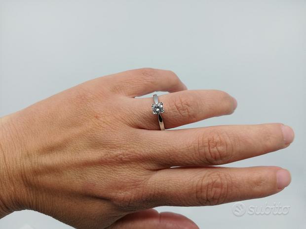 Anello Solitario in Oro 18 Kt con Diamante 0,42 CT