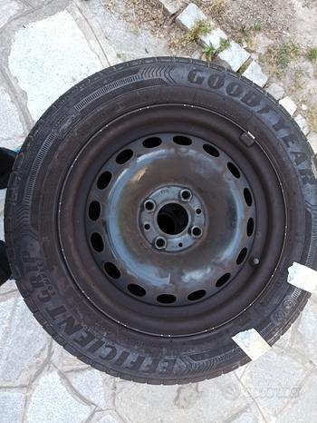 4 gomme estive con cerchio 175/65 R 14 Goodyear