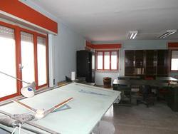 Ampio ufficio con ingresso indipendente