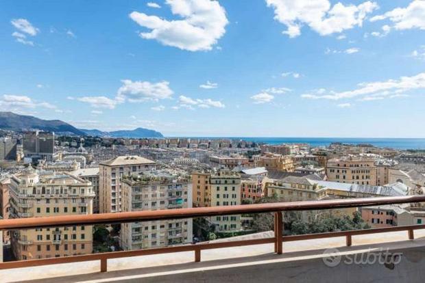 Appartamento a Genova, via Fieschi 3, 6 locali