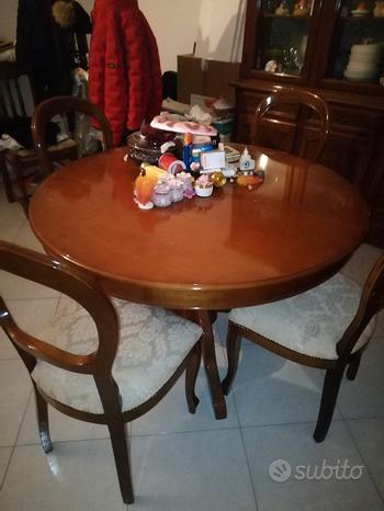 Cristalliera con tavolo e 4 sedie
