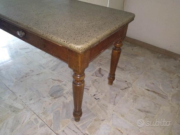 Tavolo antico con piano in pietra