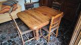 Tavolo e sedie antiche