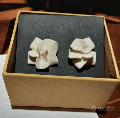 Orecchini in porcellana a forma di fiore