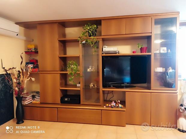 Mobile soggiorno in legno con vetrine
