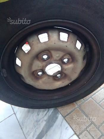 Cerchio completo di gomma Firestone 155/80/13