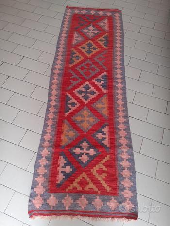 Tappeto passatoia in lana colore rosso