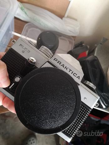 Macchina fotografica praktica con accessori