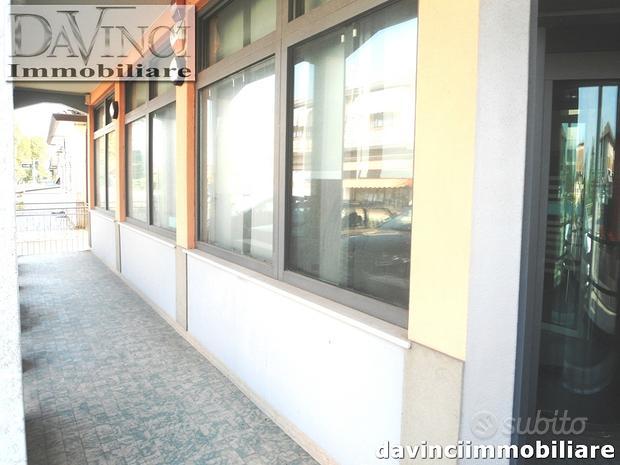 Dolo: loc Sambruson, negozio Ampio fronte strada c