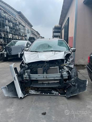 Ford Ka + 2017 demolita per ricambi