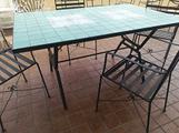 Tavoli e sedie in ferro