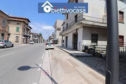Locale commerciale in Corso Adriatico a Sant'Egidi
