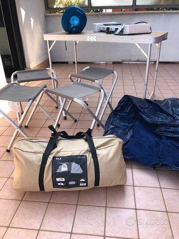 In blocco: tenda da campeggio, tavolo, e altro