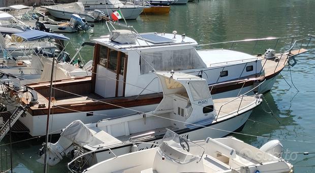 Imbarcazione gozzo cabinato barca