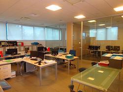 Ufficio arredato con impianto fotovoltaico