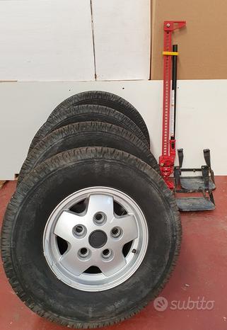 Set 4 cerchi con gomme Range Land Rover