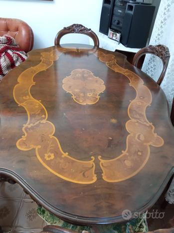 Cristalliera e tavolo con sei sedie