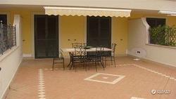 Formia centro ingresso indip. e terrazzo a livello