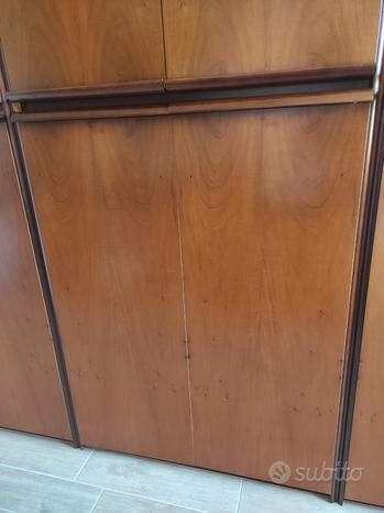 Armadio Legno scuro noce vero legno - 3 scomparti