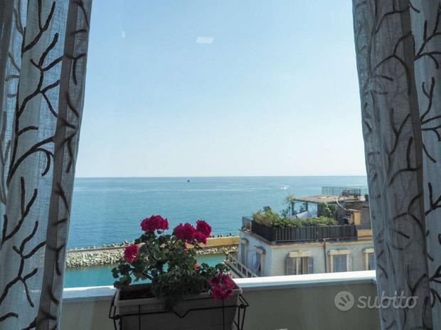Appartamento con terrazzo e 6 balconi vista mare