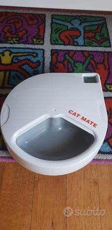 Robottino distributore cibo gatti Cat Mate