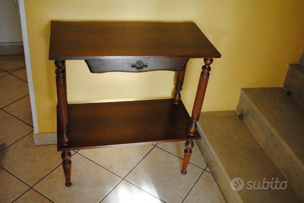 Tavolino d'appoggio in legno vintage