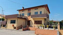Pasian di Prato, Locale commerciale con abitazione
