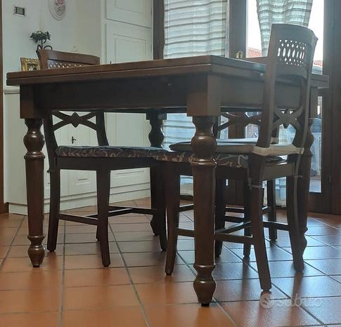 Tavolo in noce nazionale 100x100 allungabile