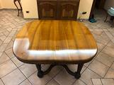Tavolo stile Liberty con sedie in noce