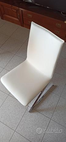 Coppia di sedie bianche