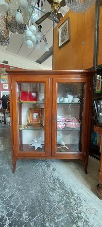 Vetrina arte povera centro Veneto mobile in legno