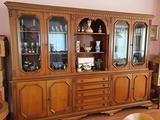 Sala da pranzo classico (tavolo,6 sedie e vetrina)
