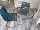 Tavolo Ikea rotondo con 2 sedie Ikea