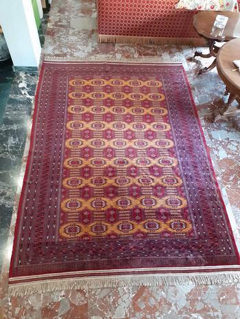 Tappeto persiano a motivi geometrici