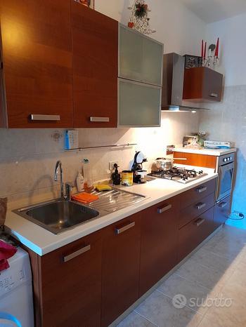 Cucina completa di forno e lavastoviglie