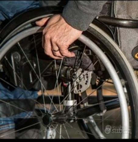 Sedia a rotelle pieghevole pari al nuovo