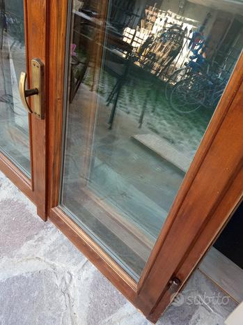 Finestre in legno massiccio e doppio vetro