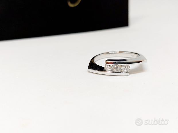 Anello Trilogy con Diamanti 0,30ct in Oro 18kt