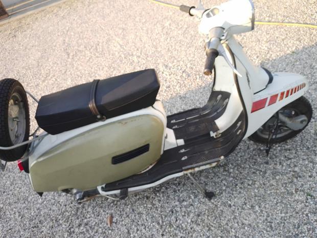 Lambretta 125 DL macchianera Targata Firenze