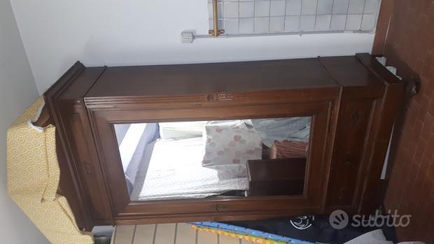 Armadio legno liberty con intagli e specchio