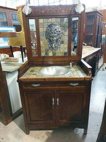 Mobile da bagno realizzato a mano artigianalmente