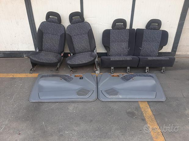 Sedili Nissan Terrano 1999 3 porte grigio/fantasia