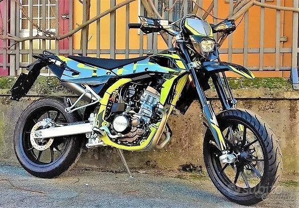 Nuovo motard swm sm 125 giallo